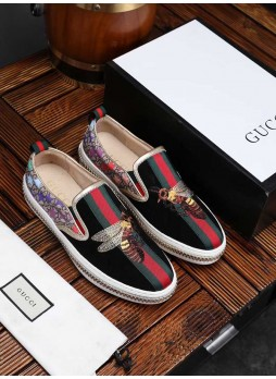 GUCCI EUROPEAN STANDING MEN'S BEE EMBROIDERED SLIP-ON SLIPPERS