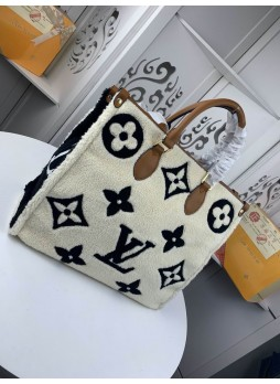 LOUIS VUITTON  LAMB FUR COLOR ONTHEGO  MONOGRAM BAG