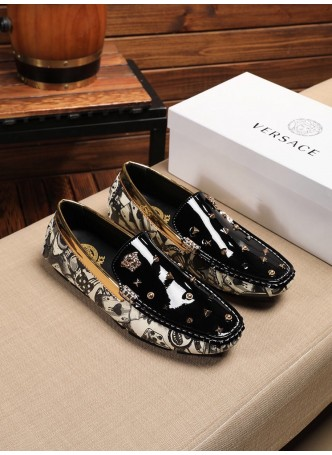 VERSACE EUROPEAN AND AMERICAN MEN'S PATENT LEATHER SHINY RIVET SHOES SOFT BOTTOM CASUAL MEN'S SHOES